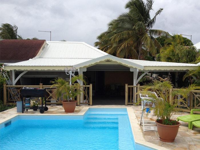 Toiture de maison en tôle ondulée aux Saintes, par TPG en Guadeloupe